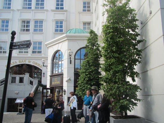 Killarney Plaza Hotel and Spa : The entrance