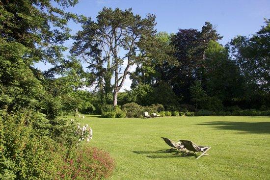 Château La Chenevière : Gardens