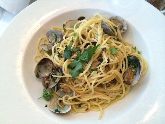 Pazzia Caffe and Trattoria: Clams capellini