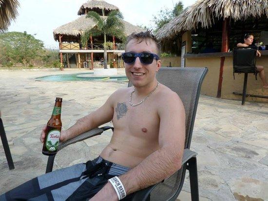 Surf Ranch Hotel & Resort : Enjoying a Tona poolside