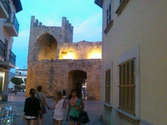 Hotel JS Sol de Alcudia: Altstadt ca.40 min Gehweg vom Hotel
