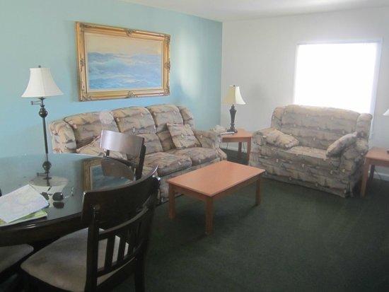 Seaquest Motel: Sitting area