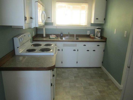 Seaquest Motel: kitchen