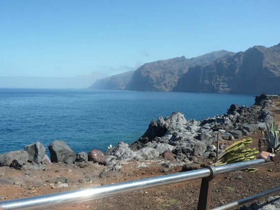 Be Live Family Costa los Gigantes: Walking to Los Gigantes