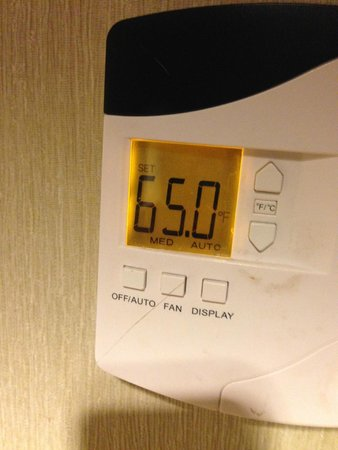 Embassy Suites by Hilton Parsippany: Set the AC at this temp all night -- never got cold