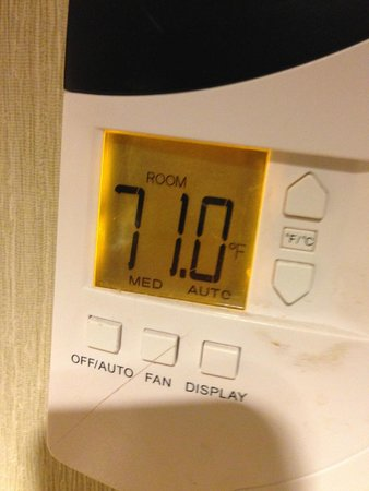 Embassy Suites by Hilton Parsippany: Room just wouldn't cool down