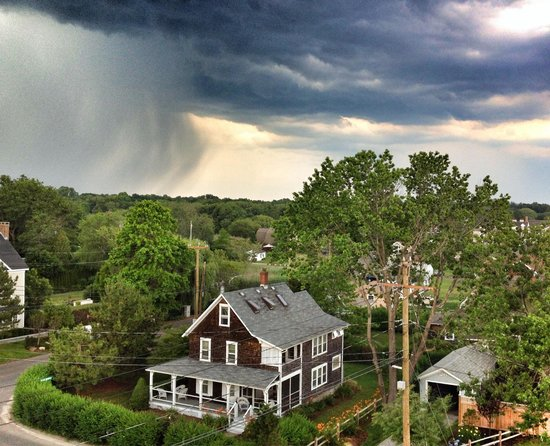 Madison Beach Hotel, Curio Collection by Hilton: Storm blowing in from our balcony at the MBH.