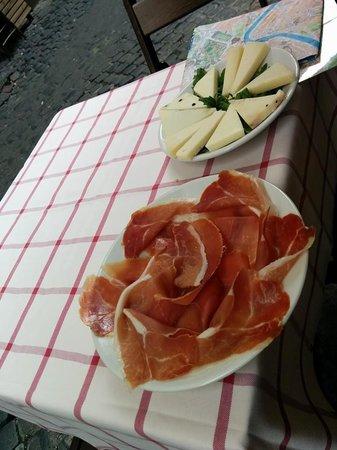 Ai Balestrari Campo de Fiori : assiettes fromage et jambon