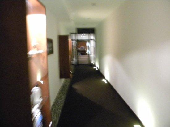 Hotel Mirabeau: couloir d'accès à la résidence