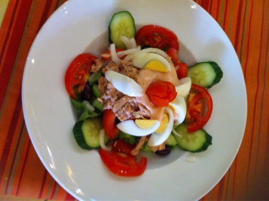 Ta Agrimia: Tuna fish salad