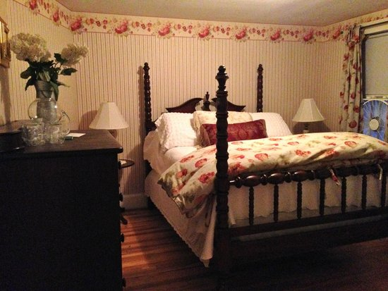 Monadnock Inn: Bedroom of Jim's Hunny Bunny Suite (mattress not so supportive)