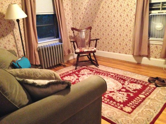 Monadnock Inn: Sitting room