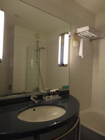 Mercure Hotel Amsterdam City: Bathroom