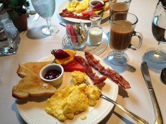 Monadnock Inn: Typical breakfast