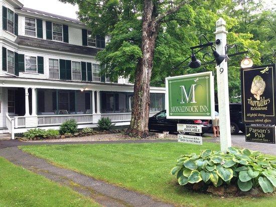 Monadnock Inn: Front of the inn on Main Street