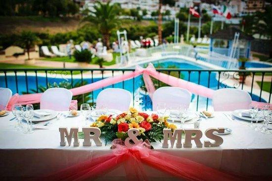 Gran Hotel Benahavis: wedding photo view down to pool