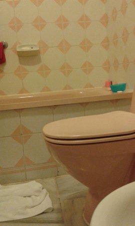 Parque Santiago III: The year is 1991 in the bathrooms