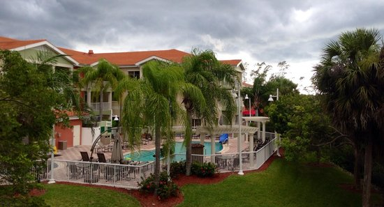 Doubletree Suites by Hilton Naples: Pool view from suite