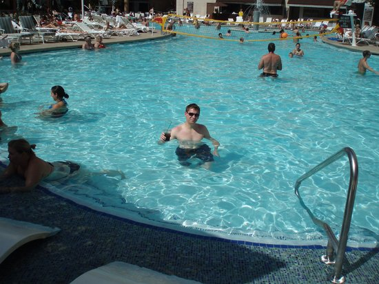 New York - New York Hotel and Casino: Pool area