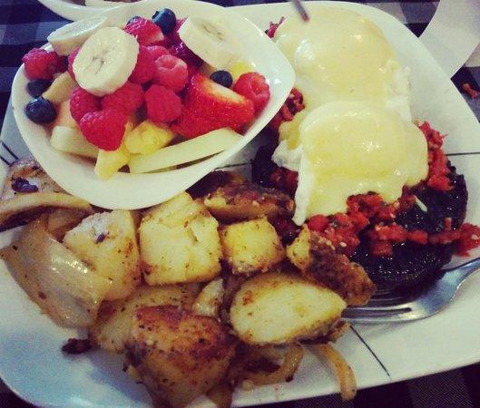 Baker Street Cafe: Eggs benedict
