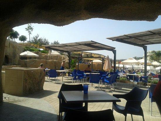 "db Seabank Resort + Spa : bar przy ""cichym basenie"""
