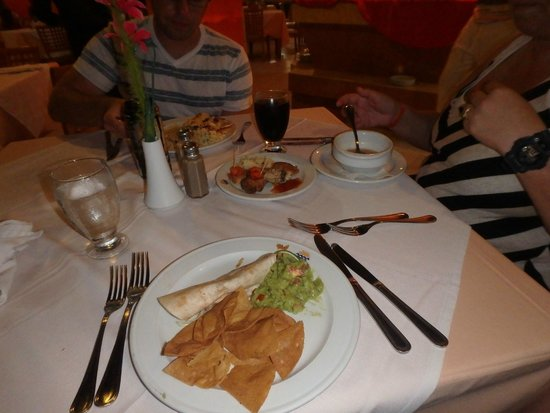 Oleo Cancun Playa: different themed dinner nightly