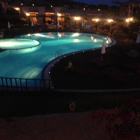 S'Incantu Resort: La Piscina a mezzanotte