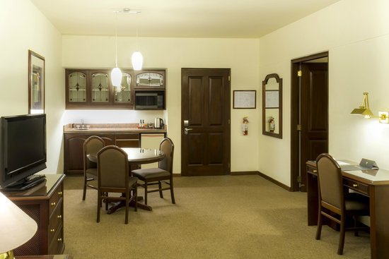 Thunderbird Hotel J. Pardo: Kitchenette y comedor de las suites Junior