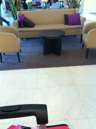 Hotel l'Elysee Val d'Europe: parte della reception