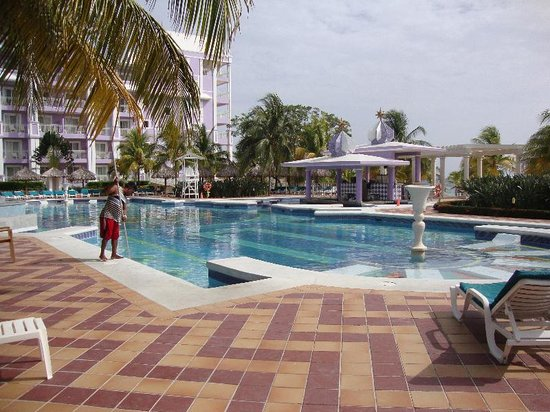 ClubHotel Riu Ocho Rios: Pool Area