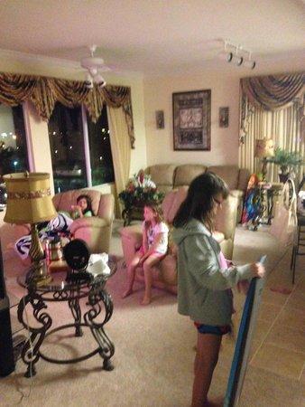 Tidewater Beach Resort: Living Room to unit 600