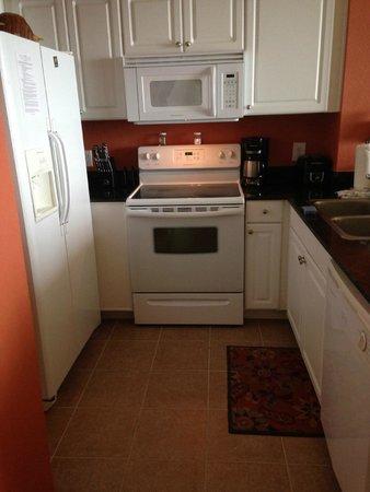 Tidewater Beach Resort: Kitchen in room 815