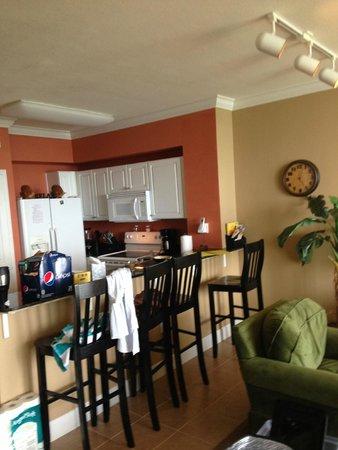 Tidewater Beach Resort: Kitchen in Unit 815