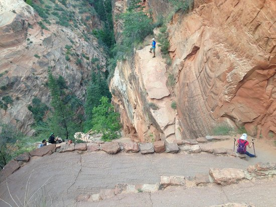 Angel's Landing: zigzag section before the chained section