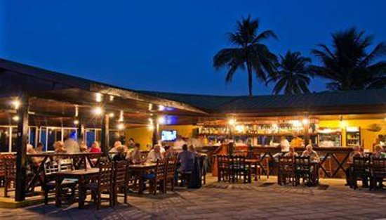 Sunset Beach Hotel: De bar/restaurant