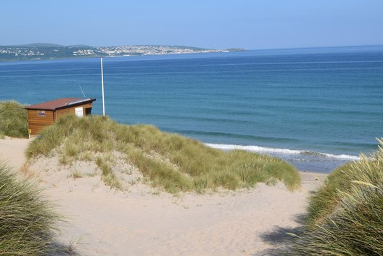 St Ives Bay Holiday Park: View from halfway down the sand dunes across the bay to St Ives