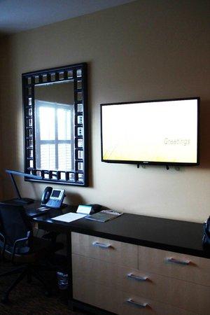 Twin Arrows Navajo Casino Resort : Schreibtisch & TV