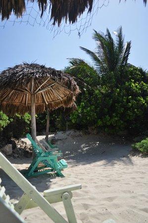 Azulik : Beach palapa and chair