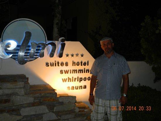Elmi Suites: przed hotelem