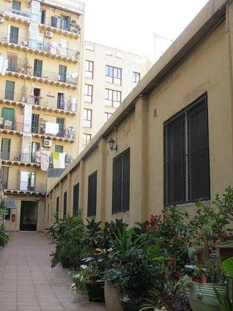 The Patio Barcelona: patio