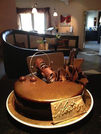 Hostellerie des Criquets : un gâteau d'anniversaire