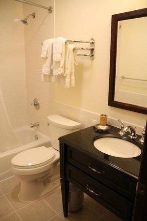 Mammoth Creek Inn: Badezimmer