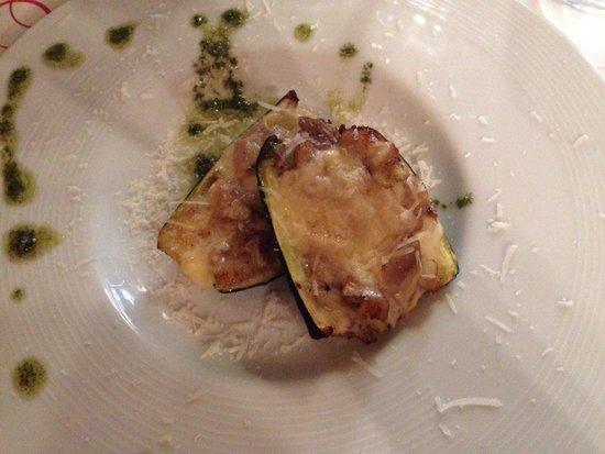 Trilogija : Baked mushroom and cheese zucchini
