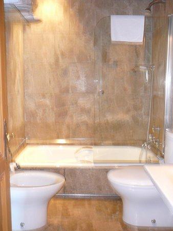 Castillo de Arteaga: Bathroom