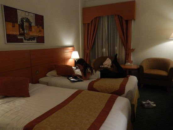 Nihal Palace Hotel: Traditional, comfortable, somewhat dated furniture in bedroom. But clean, and that's what counts