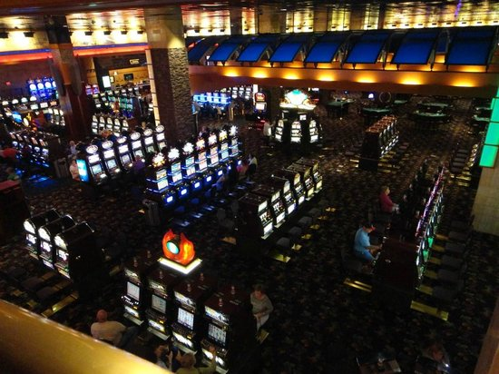 Seneca Allegany Resort & Casino : a view of the slots from the escalator