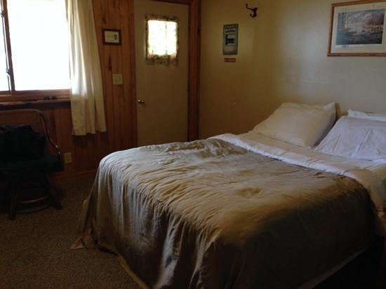 Hilltop cabins: Room 12