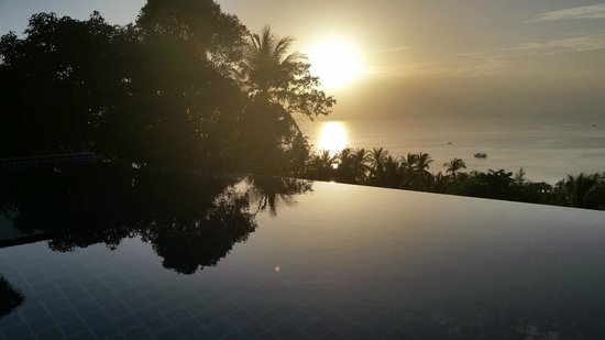 Koh Tao Heights Pool Villas: Sunset from the pool
