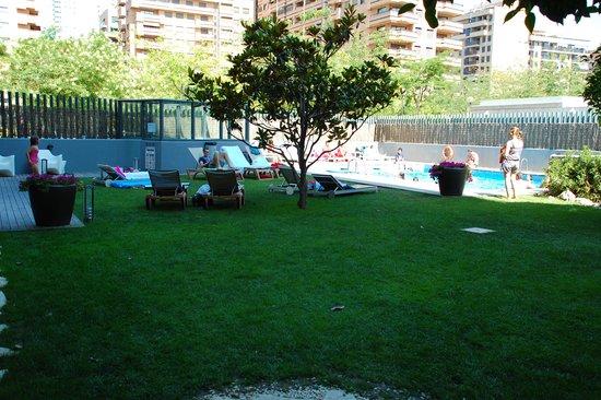 Tryp Valencia Oceanic Hotel : Zwembad