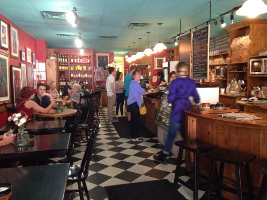 Apple Annie's Cafe: Inside the cafe